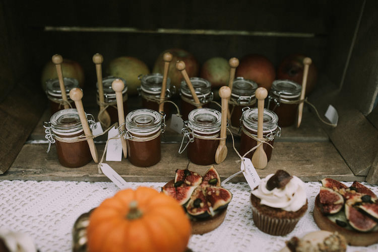 Dessert Table Mini Jars Wooden Spoon Guest Favours Cupcakes Tarts Pumpkins Fresh Fruit Organic Woodland Elopement Wedding Ideas http://www.miraalpajarito.es/