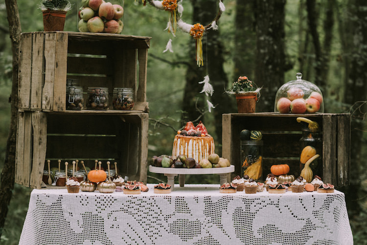 Dessert Table Naked Wedding Cake Fresh Fruit Melted Caramel Wooden Crates Glass Jars Tarts Cupcakes Macaroons Pumpkins Apples Dream Catcher Mini Glass Jars Wooden Spoons Guest Favours Organic Woodland Elopement Wedding Ideas http://www.miraalpajarito.es/