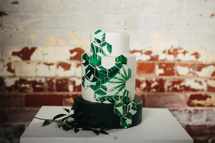 Geometric Foliage Greenery Cake Modern Rustic Industrial Warehouse Wedding Ideas http://www.timdunk.com/