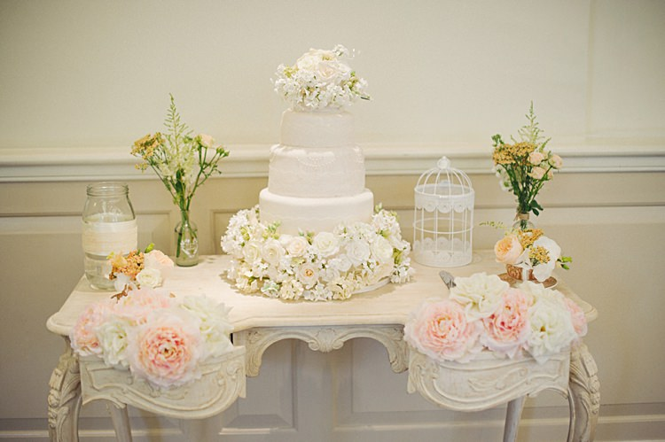 Cake Table Flowers Pretty Natural Peach Garden Wedding http://www.juliaandyou.co.uk/