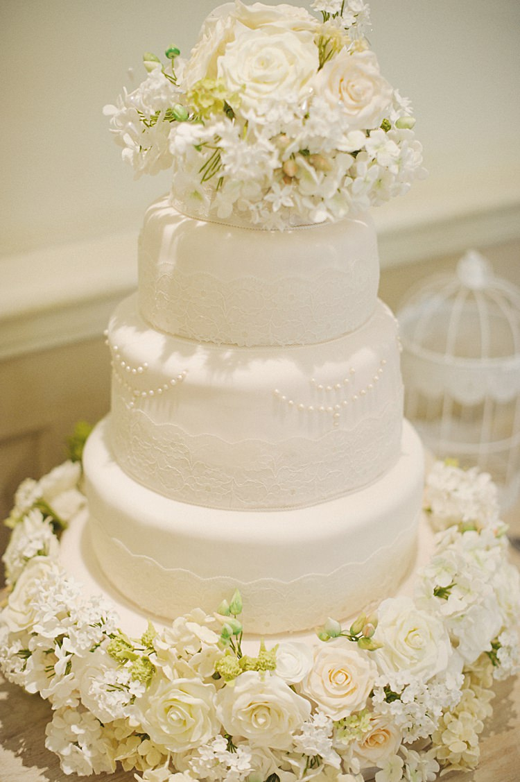 White Cake Lace Flowers Natural Peach Garden Wedding http://www.juliaandyou.co.uk/