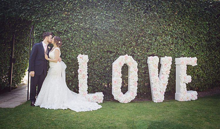 LOVE Sign Flowers Floral Natural Peach Garden Wedding http://www.juliaandyou.co.uk/