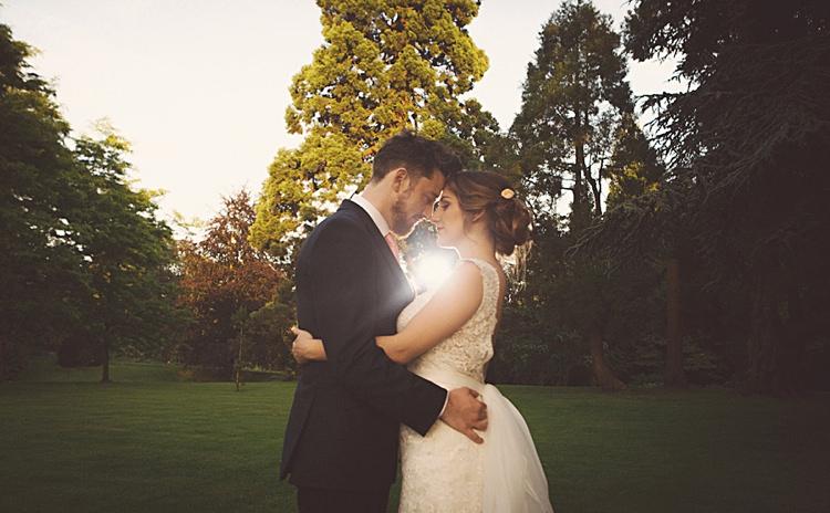 Natural Peach Garden Wedding http://www.juliaandyou.co.uk/