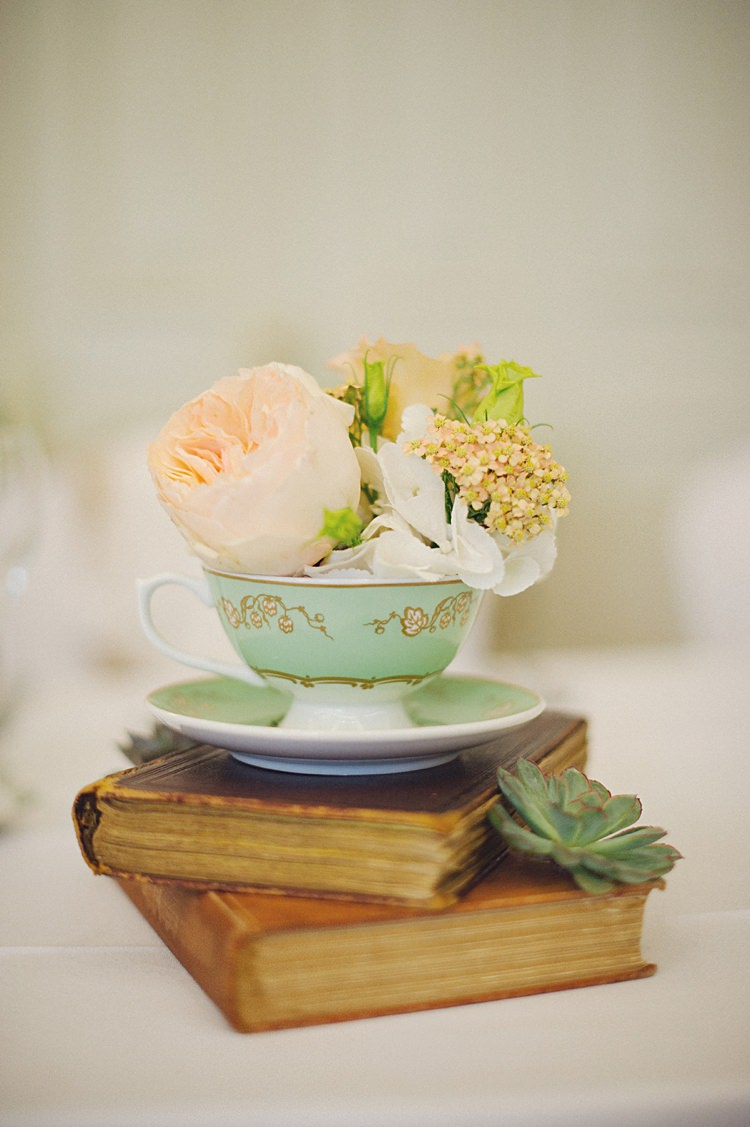 Tea Cup Flowers Book Decor Centrepiece Decor Natural Peach Garden Wedding http://www.juliaandyou.co.uk/