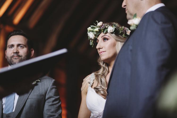 Rustic Quintessentially English Countryside Wedding http://www.sarahmorris-photography.com/