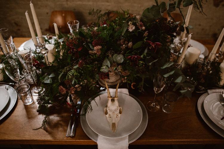 Table Flowers Greenery Foliage Red Burgundy Tablescape Decor Dark Romantic Urban Wedding Ideas http://www.agnesblack.com/