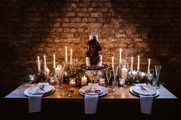 Candles Tablescape Decor Red Black Dark Romantic Urban Wedding Ideas http://www.agnesblack.com/