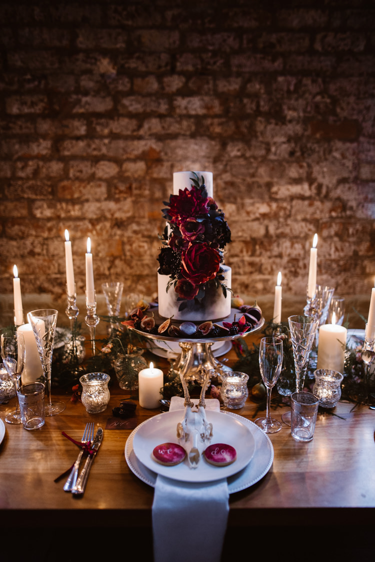 Tablescape Decor Cake Floral Red Black Candles Dark Romantic Urban Wedding Ideas http://www.agnesblack.com/