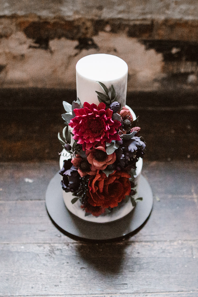 Floral Cake Red Black Dark Romantic Urban Wedding Ideas http://www.agnesblack.com/