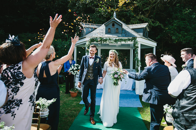 Confetti Throw Bride Groom Bohemian Outdoor Country Wedding https://www.alexapoppeweddingphotography.com/