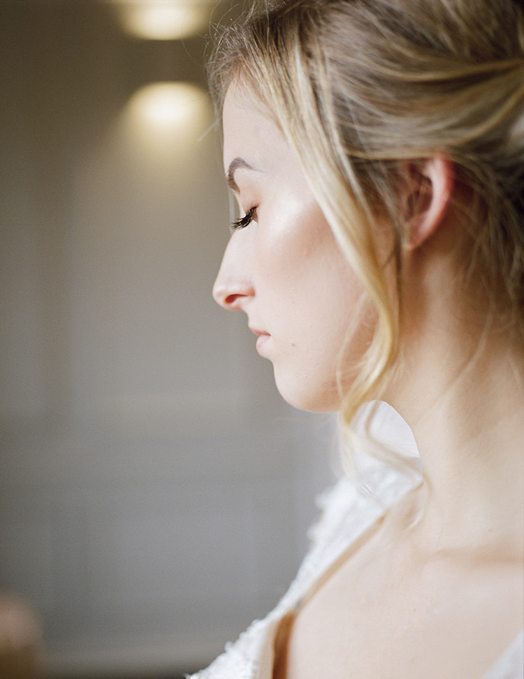Make Up Glowing Natural Pretty Bride Bridal Greenery Fine Art Botanical Wedding Ideas http://georginaharrisonphotography.co.uk/