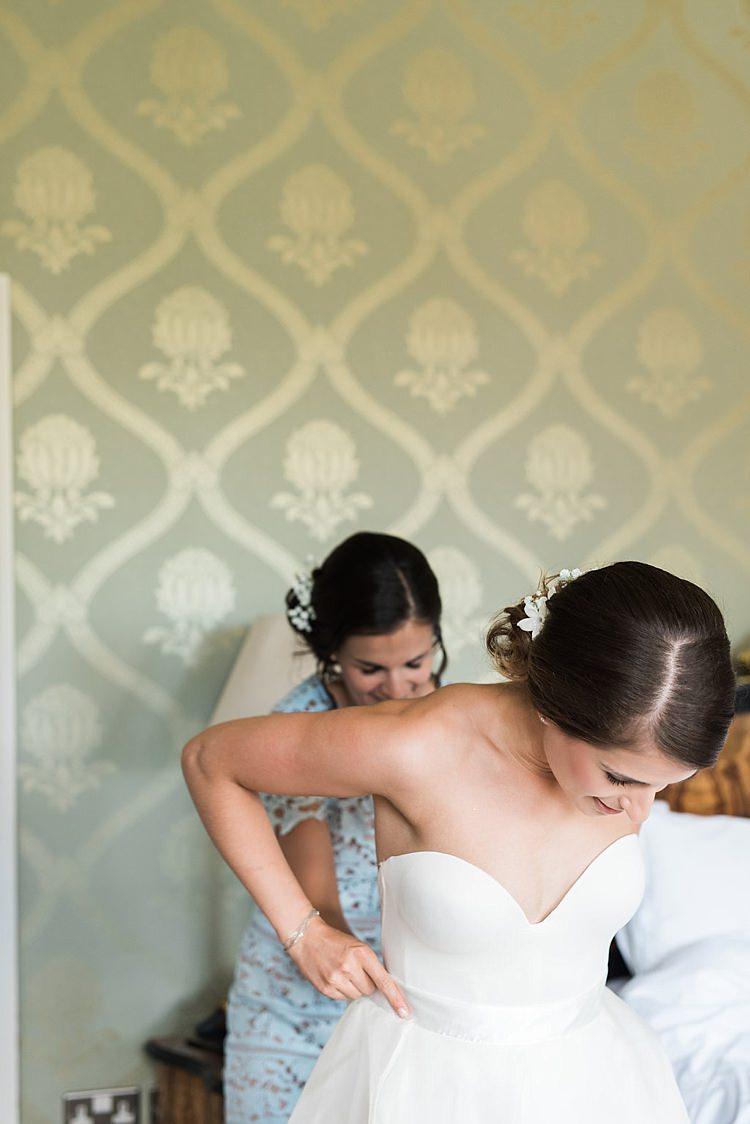 Sweetheart Dress Gown Bride Bridal Chic Natural Garden Wedding http://www.folegaphotography.co.uk/