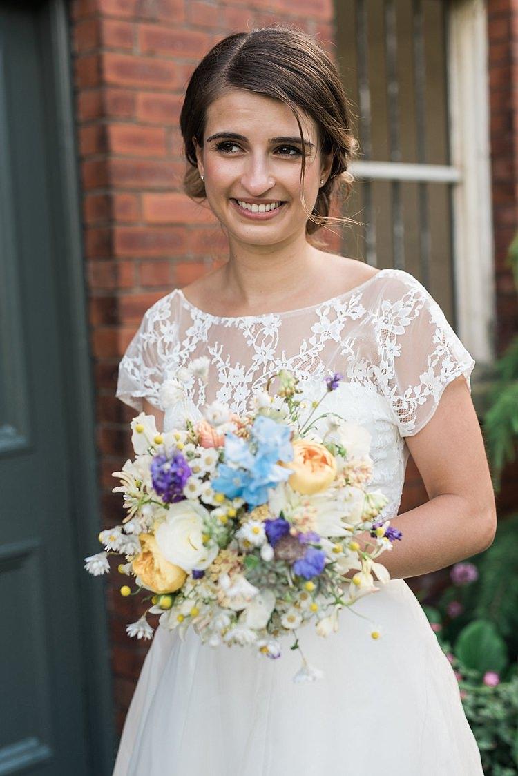 Make Up Hair Bride Bridal Chic Natural Garden Wedding http://www.folegaphotography.co.uk/