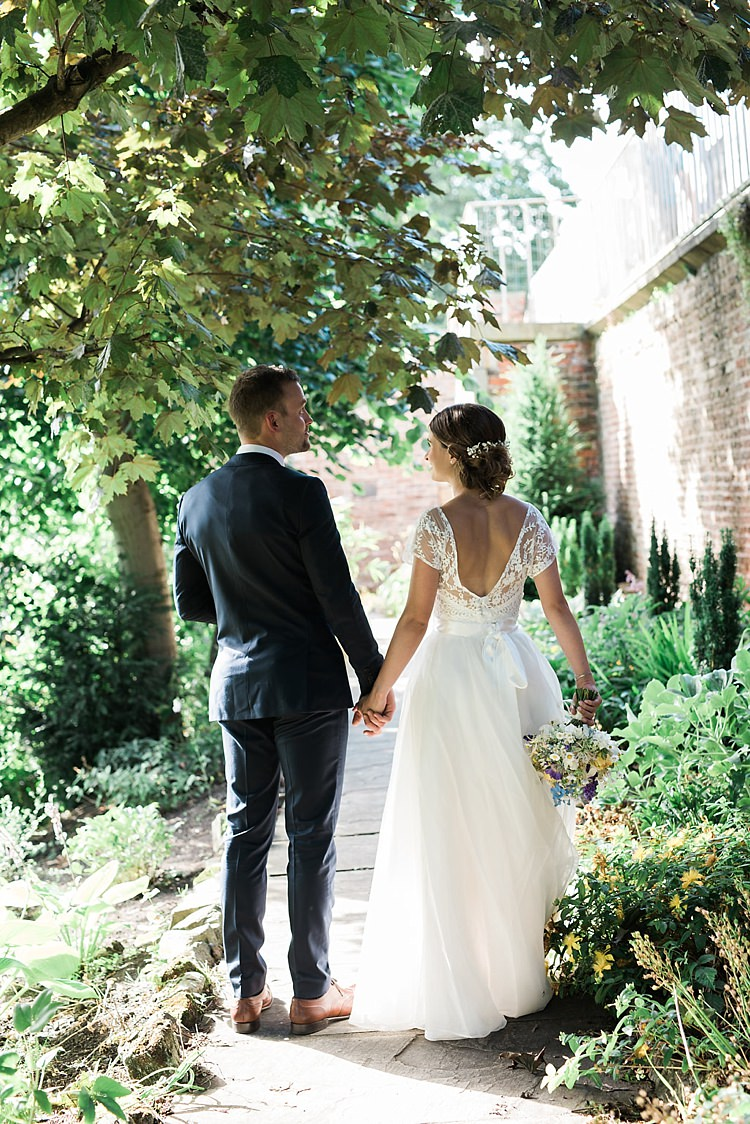 Chic Natural Garden Wedding http://www.folegaphotography.co.uk/