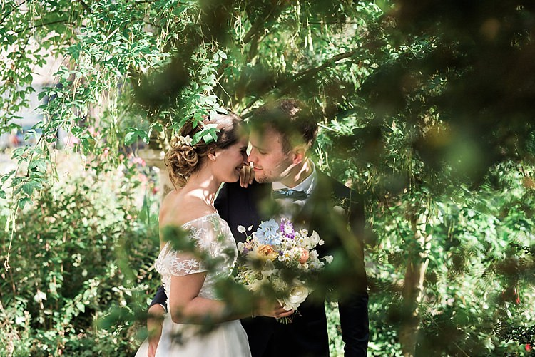 Chic Natural Garden Wedding http://www.folegaphotography.co.uk/