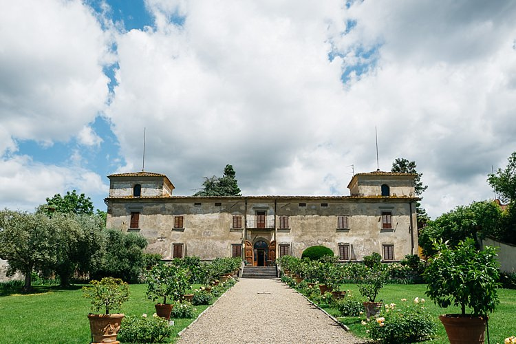 Wedding Location Large Historic House Green Lawn Trees Rustic Chic Greenery Wedding Ideas in Tuscany http://www.tastino0.it/