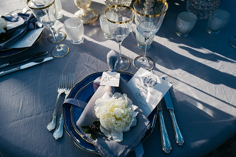 Reception Table Setting Black White Stationery Calligraphy Fresh White Rose Grey Napkin Ribbon Silver Cutlery Gold Glass Wine Glasses Rustic Chic Greenery Wedding Ideas in Tuscany http://www.tastino0.it/