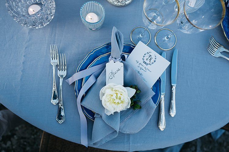 Reception Table Setting Tealight Candles Glass Holders Black White Stationery Calligraphy Fresh White Rose Silver Cutlery Rustic Chic Greenery Wedding Ideas in Tuscany http://www.tastino0.it/