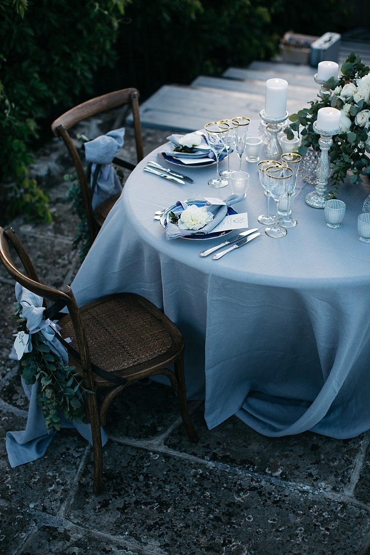 Reception Table Setting White Roses Greenery Wooden Chairs Florals Ribbon Silver Candlesticks White Fresh White Flower Silver Cutlery Rustic Chic Greenery Wedding Ideas in Tuscany http://www.tastino0.it/