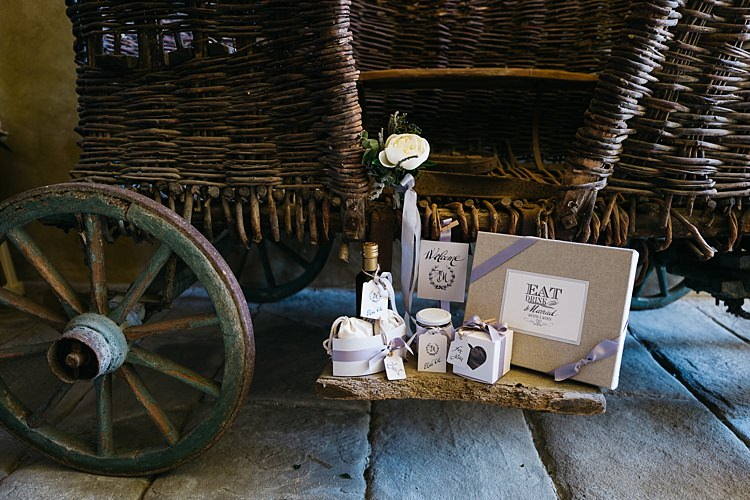 Décor Vintage Wicker Buggy Wedding Stationery Calligraphy Ribbons Bottles Jars White Rose Rustic Chic Greenery Wedding Ideas in Tuscany http://www.tastino0.it/