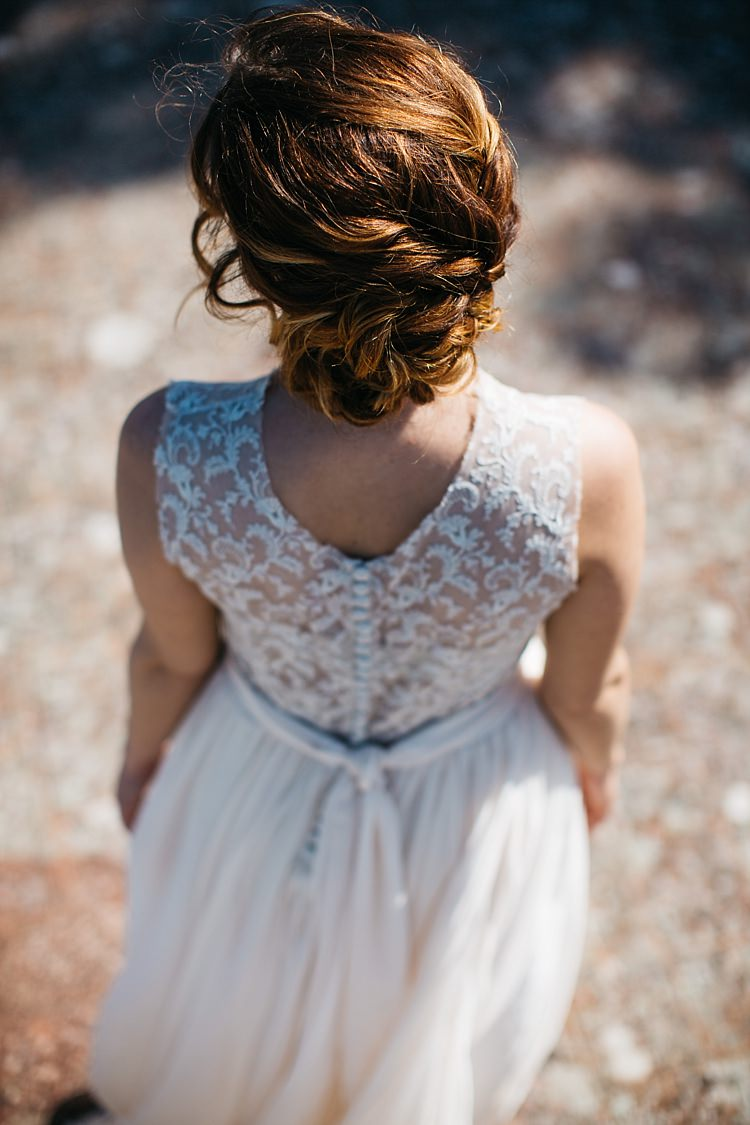 Bride High Neck Lace Tulle Bridal Gown Buttons Sash Soft Hairstyle Rustic Chic Greenery Wedding Ideas in Tuscany http://www.tastino0.it/