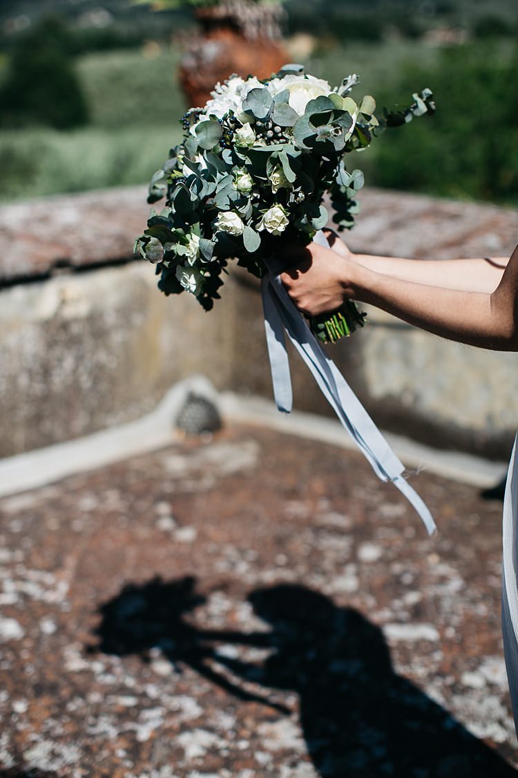 Bride Bouquet White Roses Greenery Long Ribbon Rustic Chic Greenery Wedding Ideas in Tuscany http://www.tastino0.it/