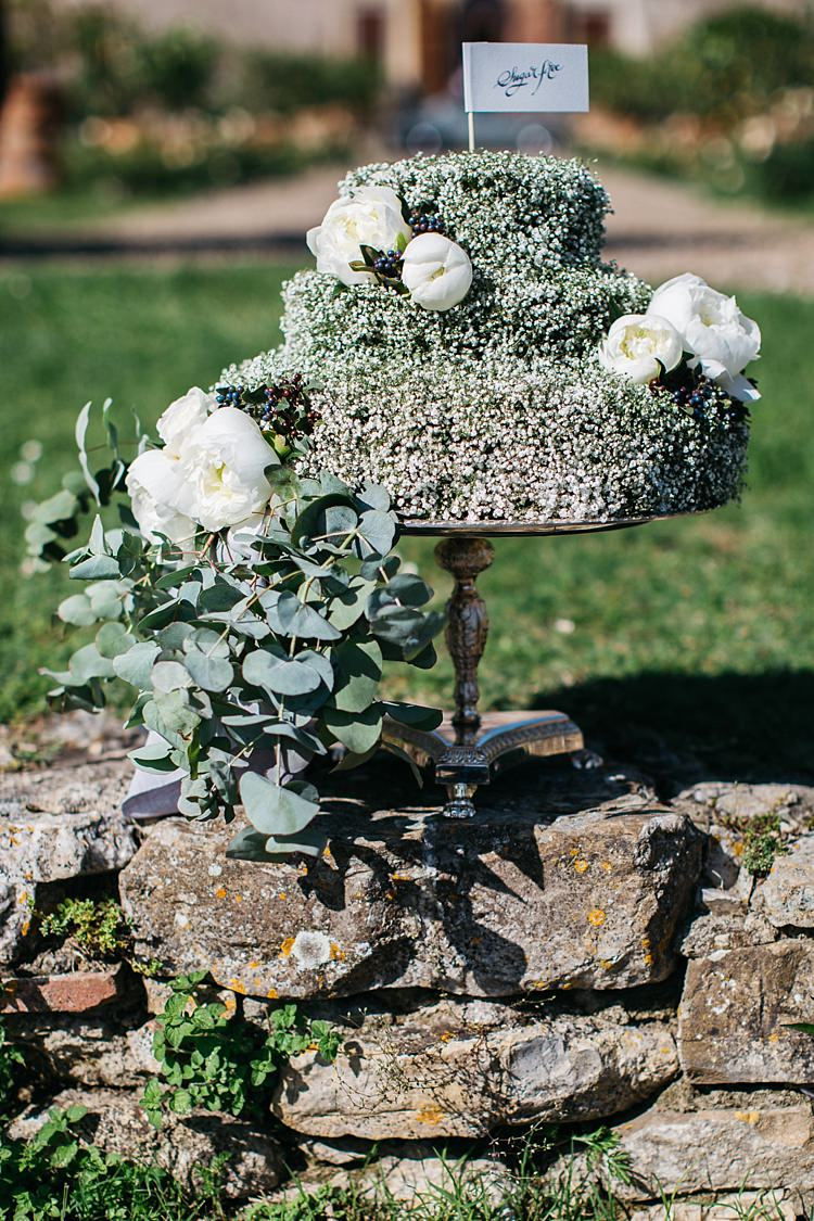 Wedding Cake White Flag Calligraphy White Roses Greenery Silver Cake Stand Stone Fence Rustic Chic Greenery Wedding Ideas in Tuscany http://www.tastino0.it/