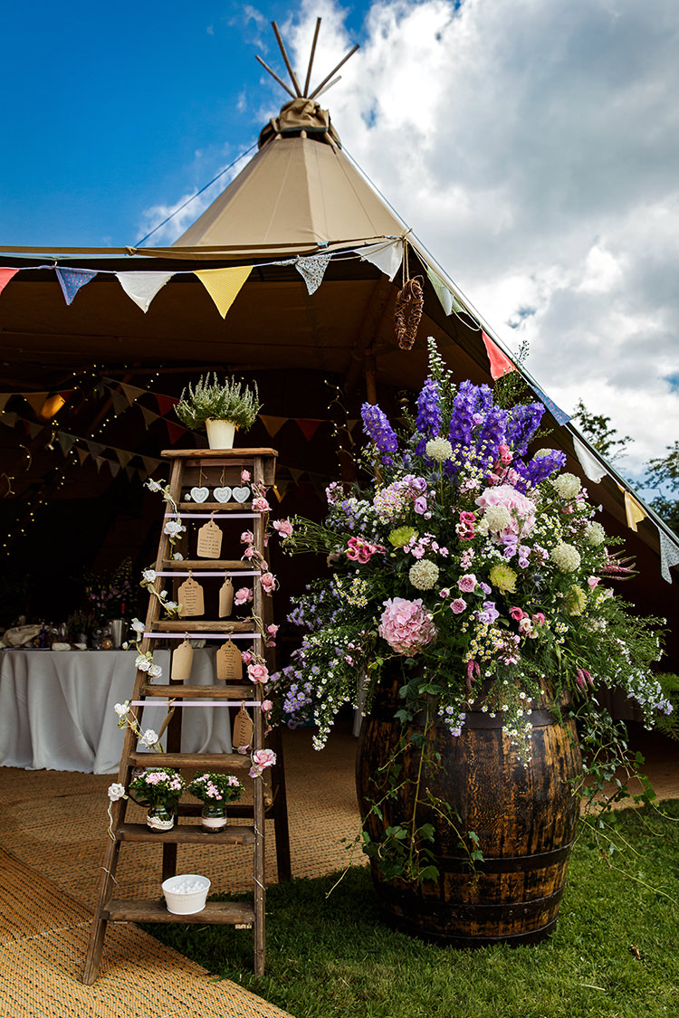 Barrel Flowers Large Wild Natural Ladder Seating Plan Table Chart Outdoorsy Garden Rustic Tipi Wedding http://alexabbottphotography.co.uk/