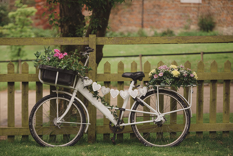 Bike Bicycle Flowers Decor Rustic Quirky Woodland Wedding http://www.rebeccadouglas.co.uk/