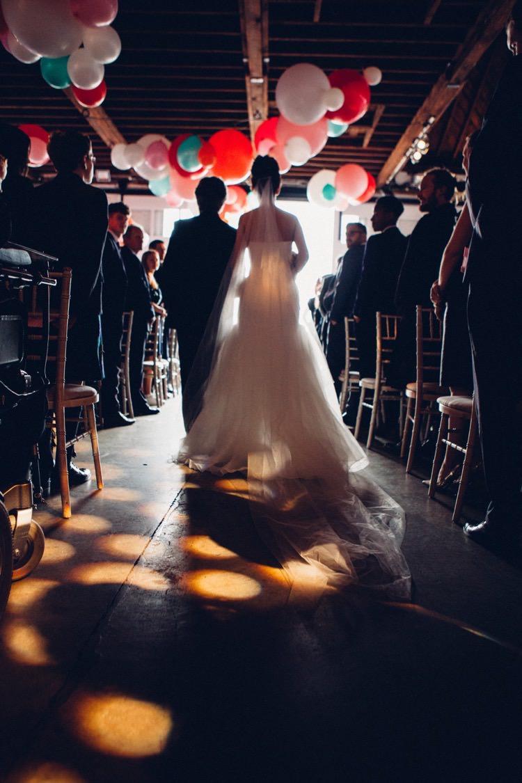 Vera Wang Veil Bride Bridal Aisle Colourful Modern Fun Balloons Wedding http://www.lovestruckphoto.co.uk/