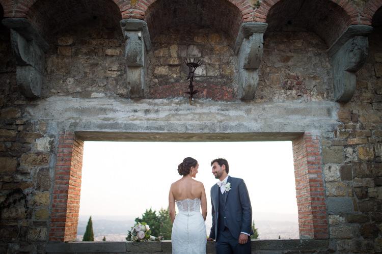Romantic Outdoor Castle Tuscany Wedding http://www.natalymontanari.com/