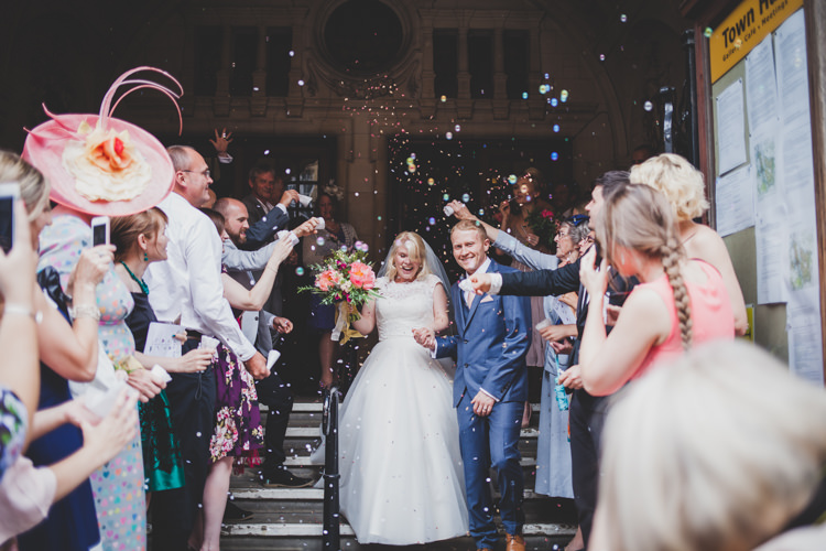 Confetti Bubbles DIY Summer Tipi Wedding http://www.eva-photography.com/