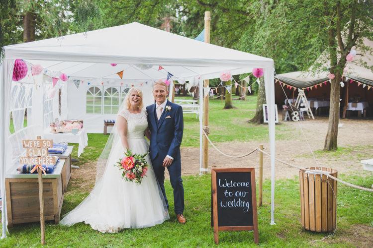 Marquee Gazeebo Bunting Garden DIY Summer Tipi Wedding http://www.eva-photography.com/