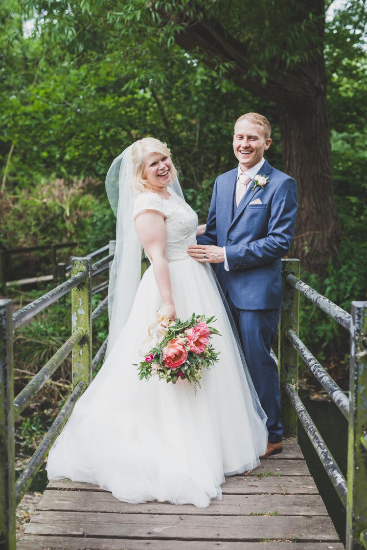Lace Tulle Dress Gown Bride Bridal Veil DIY Summer Tipi Wedding http://www.eva-photography.com/