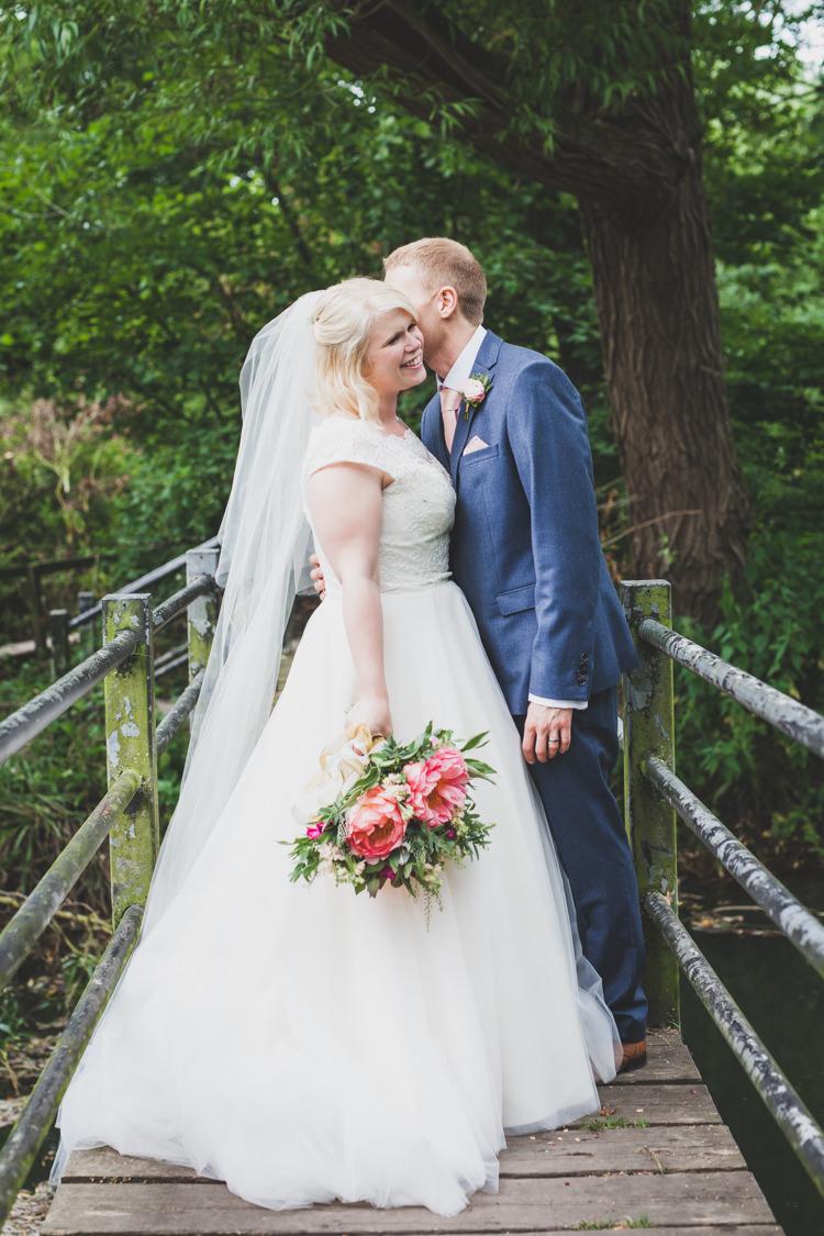 DIY Summer Tipi Wedding http://www.eva-photography.com/