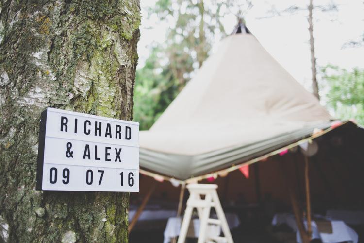 Cinema Light Sign DIY Summer Tipi Wedding http://www.eva-photography.com/