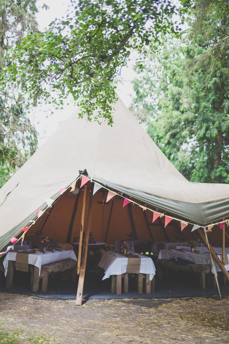 Woodland Garden Pub Oxfordshire DIY Summer Tipi Wedding http://www.eva-photography.com/