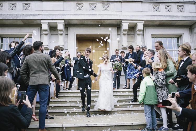 Confetti Throw Stylish Clean Modern City Wedding https://mybeautifulbride.co.uk/