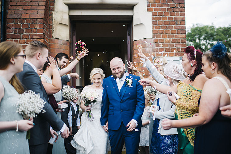 Confetti Throw Mint Green Natural Wedding https://www.kerrywoodsphotography.com/