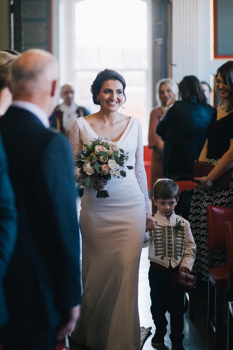 Elegant Cosy Winter Wedding http://www.traversandbrown.co.uk/