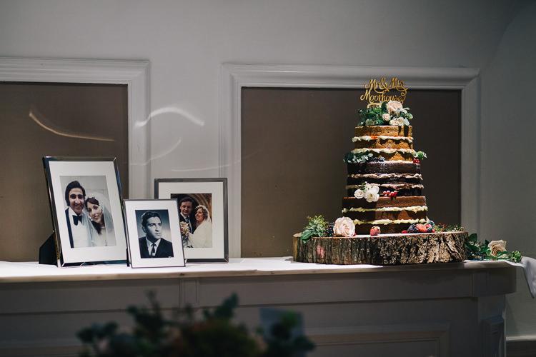 Naked Cake Sponge Victoria Topper Log Elegant Cosy Winter Wedding http://www.traversandbrown.co.uk/