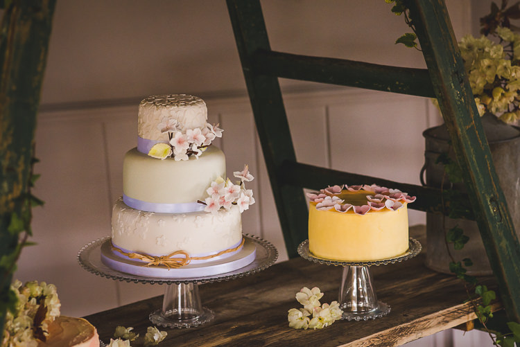 Floral Cakes Pretty Magical Spring Bluebell Woodland Wedding Ideas http://helinebekker.co.uk/