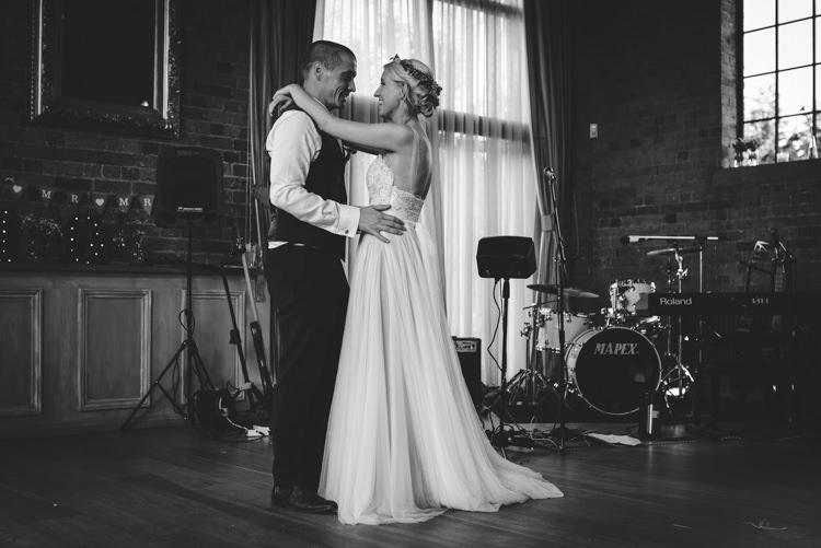 Rustic Woodland Modern Wedding http://www.jennymacare.com/