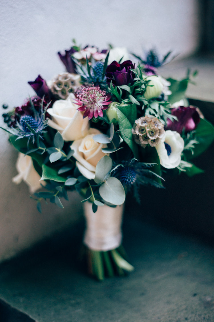 Bouquet Greenery Rose Heartwarming Festive Winter Wedding http://www.nikkivandermolen.com/
