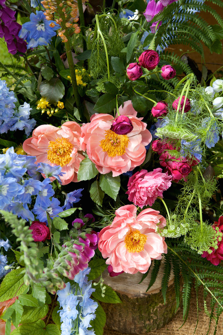 Peonies Roses Flowers Display Log Floral Artistic Farm Wedding http://elizabetharmitage.com/