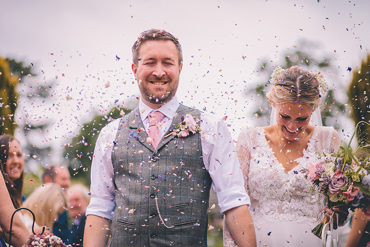 Confetti Throw Petals Homespun Fun Country Barn Wedding http://storyandcolour.co.uk/