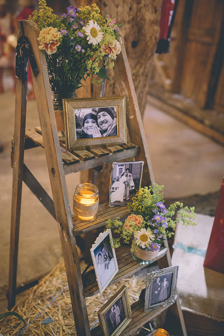 Ladder Decor Photos Flowers Candles Homespun Fun Country Barn Wedding http://storyandcolour.co.uk/