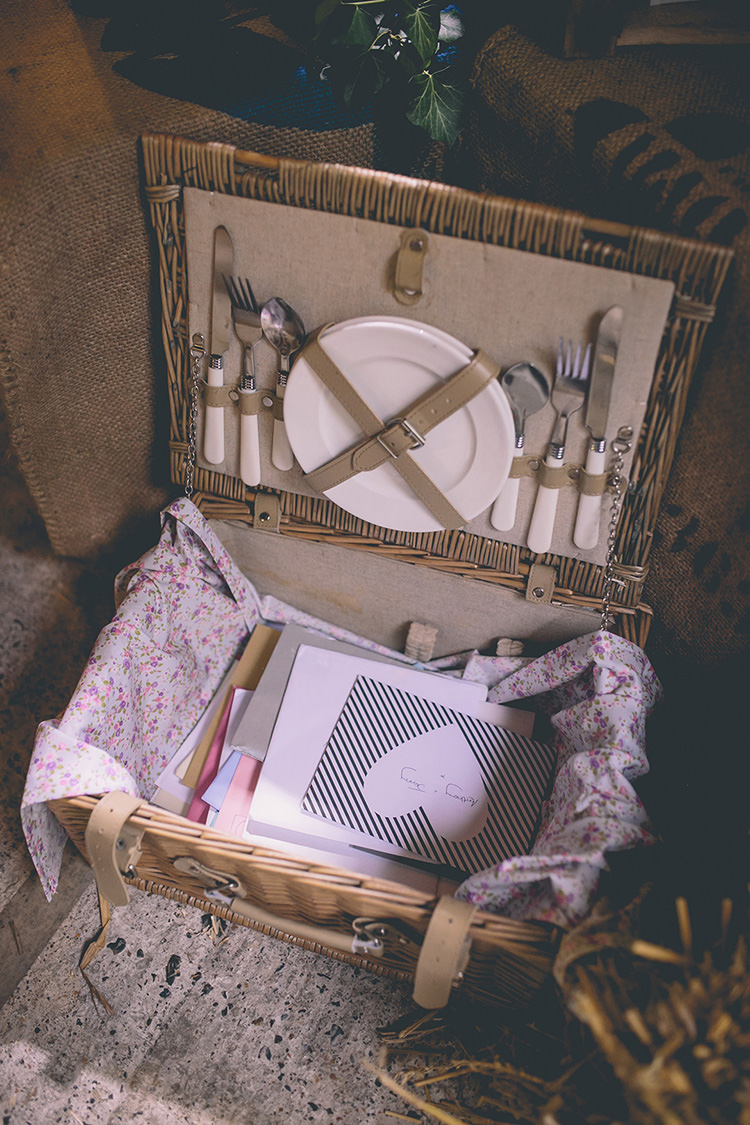 Picnic Hamper Basket Cards Homespun Fun Country Barn Wedding http://storyandcolour.co.uk/