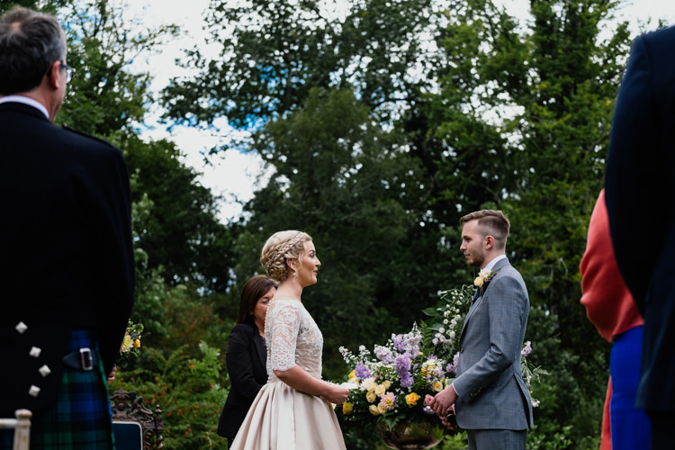 Relaxed Stylish Outdoor Wedding http://www.euanrobertsonweddings.com/