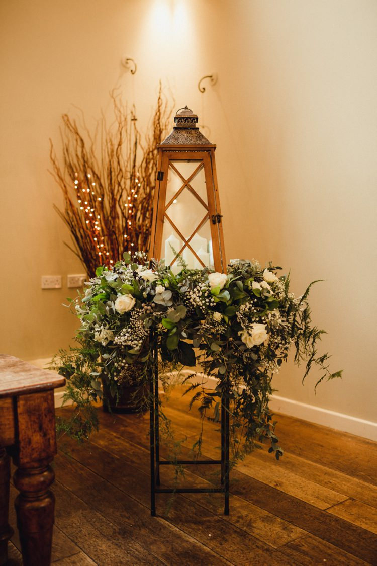 Lantern Flowers Candle Decor Simple Rustic Cosy Winter Wedding http://aniaames.co.uk/